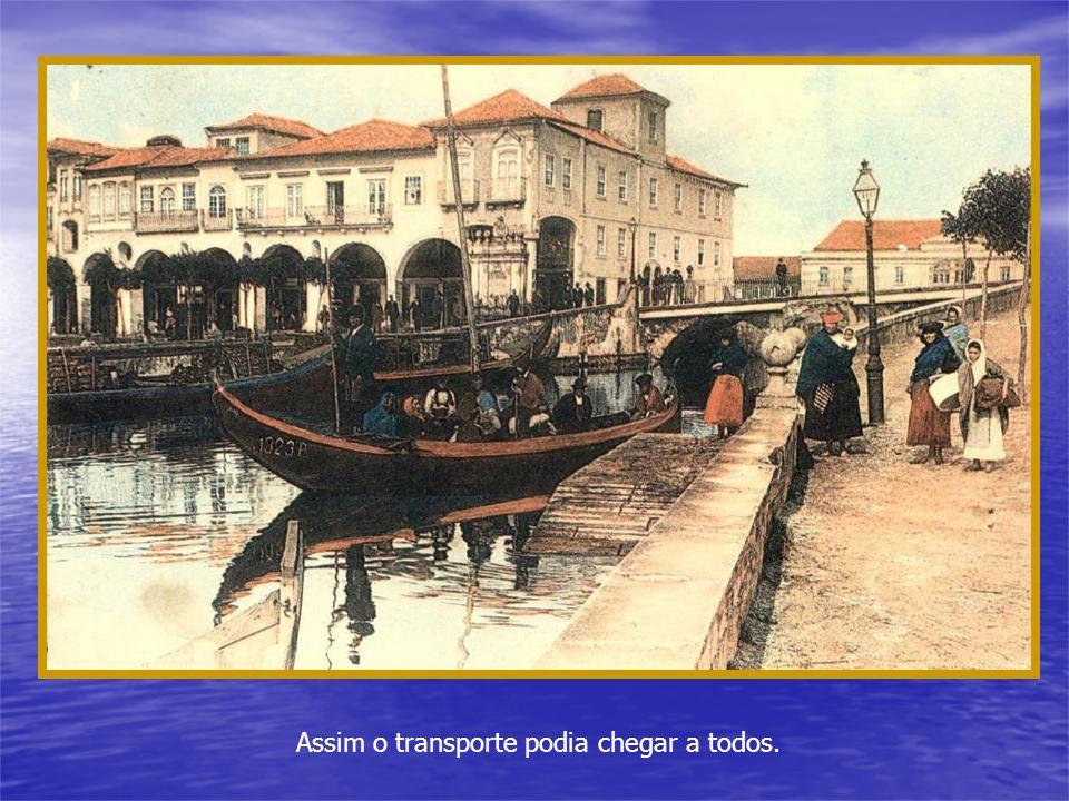 Antigamente os transportes eram pouco velozes, sempre pertenciam a pessoas com posses e as estradas eram más ou quase não existiam.