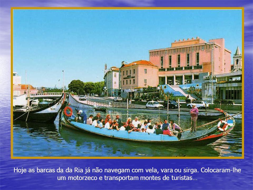 Mas os povos da Ria de Aveiro não construíram barcas só por cá. Ao partirem para outras praias e Rios levaram as embarcações que sabiam utilizar melho