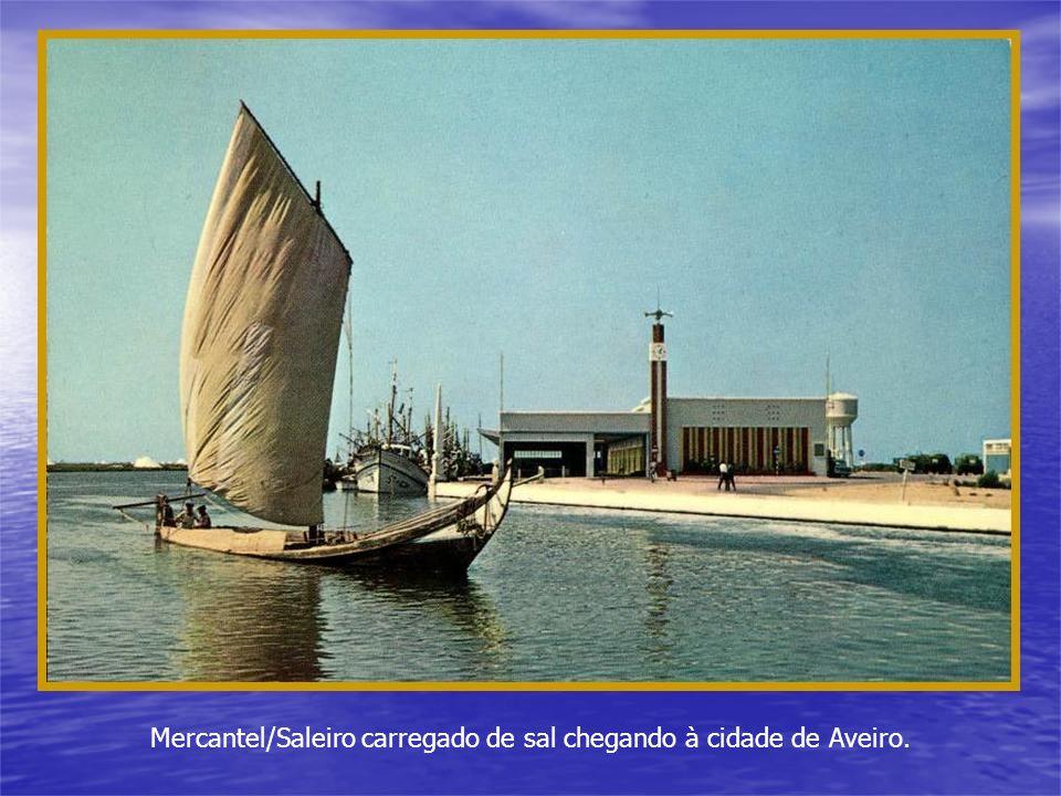 Em Alguns canais, como o de Mira, havia barcas de passagem periódicas.