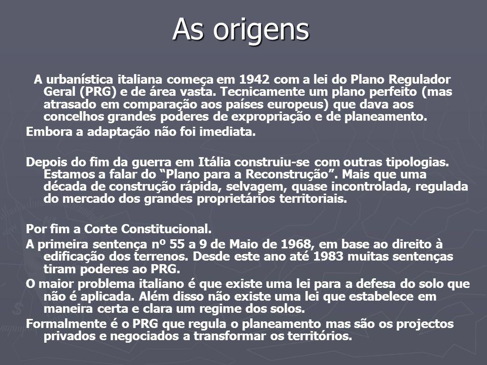 As origens A urbanística italiana começa em 1942 com a lei do Plano Regulador Geral (PRG) e de área vasta. Tecnicamente um plano perfeito (mas atrasad
