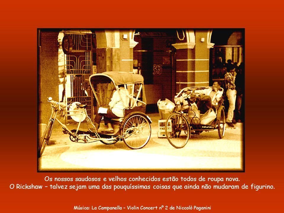 Portas do Cerco. O pórtico foi erguido pelo Governo Português em 1871.
