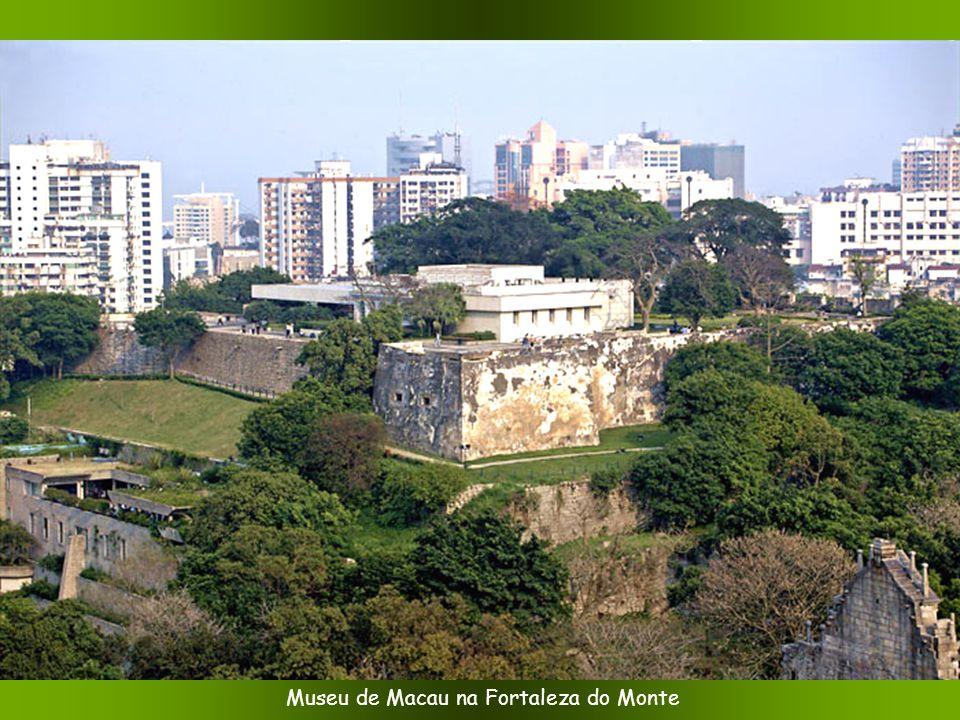 Uma inscrição na entrada da Fortaleza do Monte, que marca a soberania Portuguesa de outrora Foto: Nico