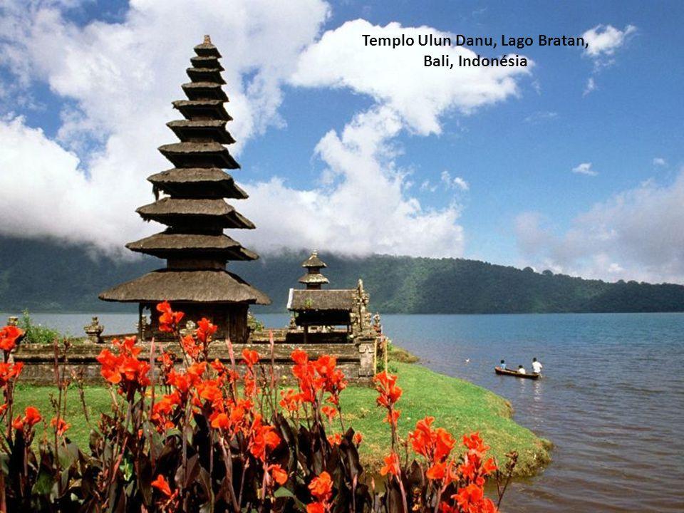 Templo Ulun Danu, Lago Bratan, Bali, Indonésia