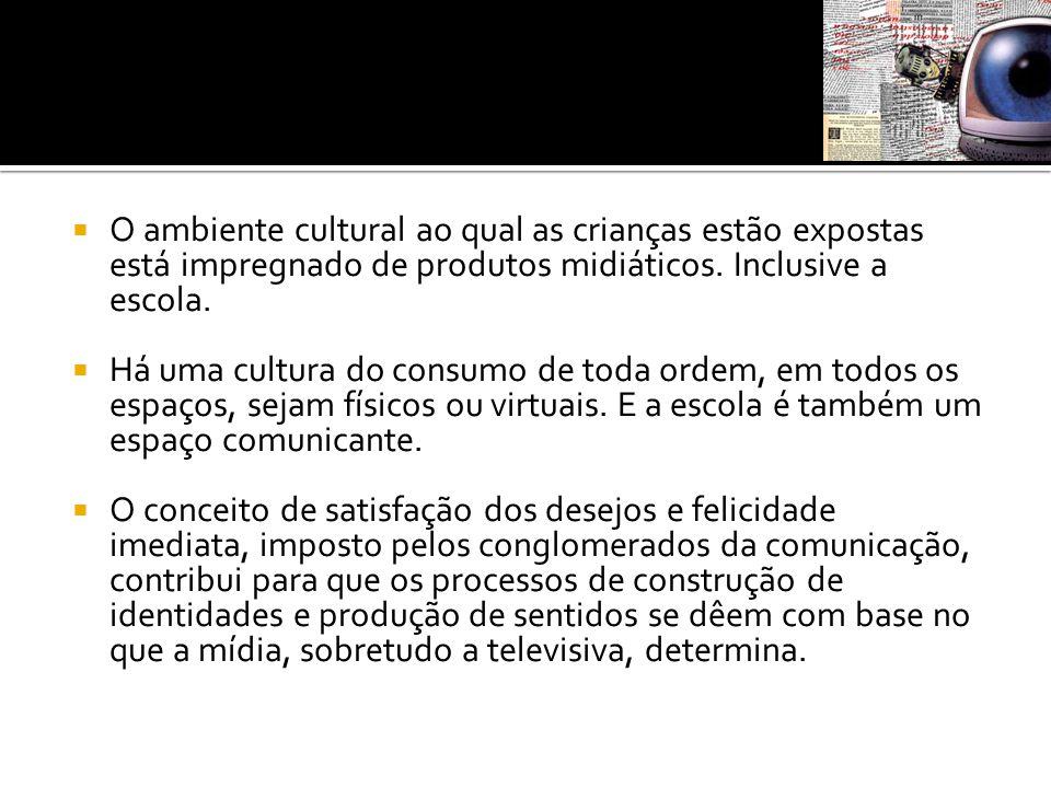  Assim como os adultos, a criança vive e participa da sociedade do espetáculo , que, para Guy Debord, consiste na mídia e na sociedade de consumo organizadas em torno da produção, promoção e consumo de imagens, mercadorias e eventos culturais.