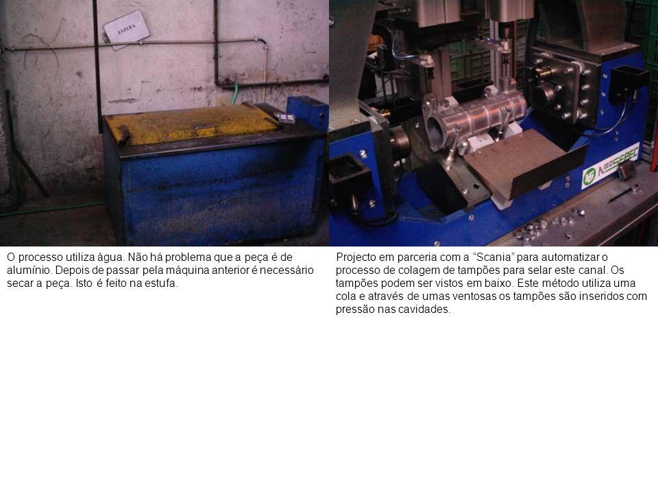 O processo utiliza água. Não há problema que a peça é de alumínio. Depois de passar pela máquina anterior é necessário secar a peça. Isto é feito na e
