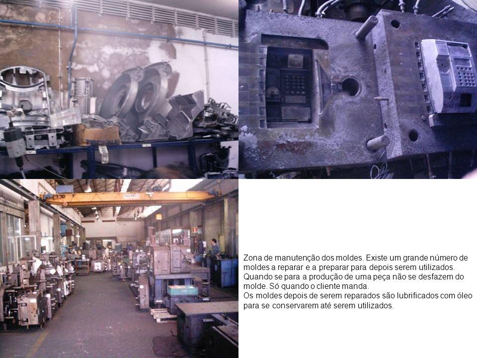 Zona de manutenção dos moldes. Existe um grande número de moldes a reparar e a preparar para depois serem utilizados. Quando se para a produção de uma