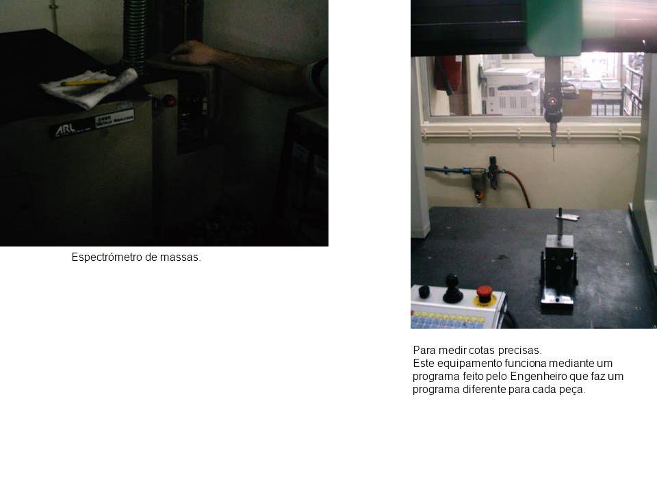 Espectrómetro de massas. Para medir cotas precisas. Este equipamento funciona mediante um programa feito pelo Engenheiro que faz um programa diferente
