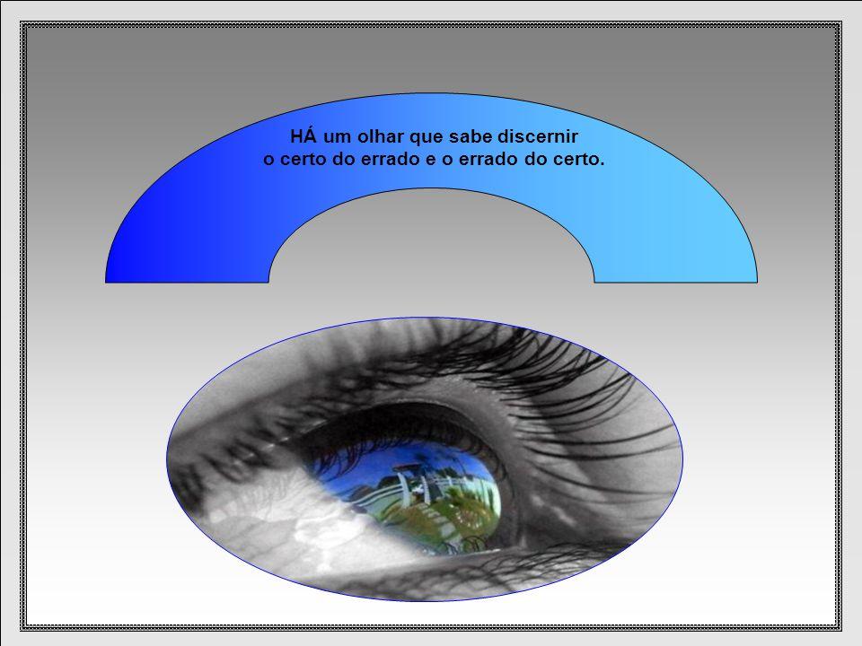HÁ um olhar que sabe discernir o certo do errado e o do certo.