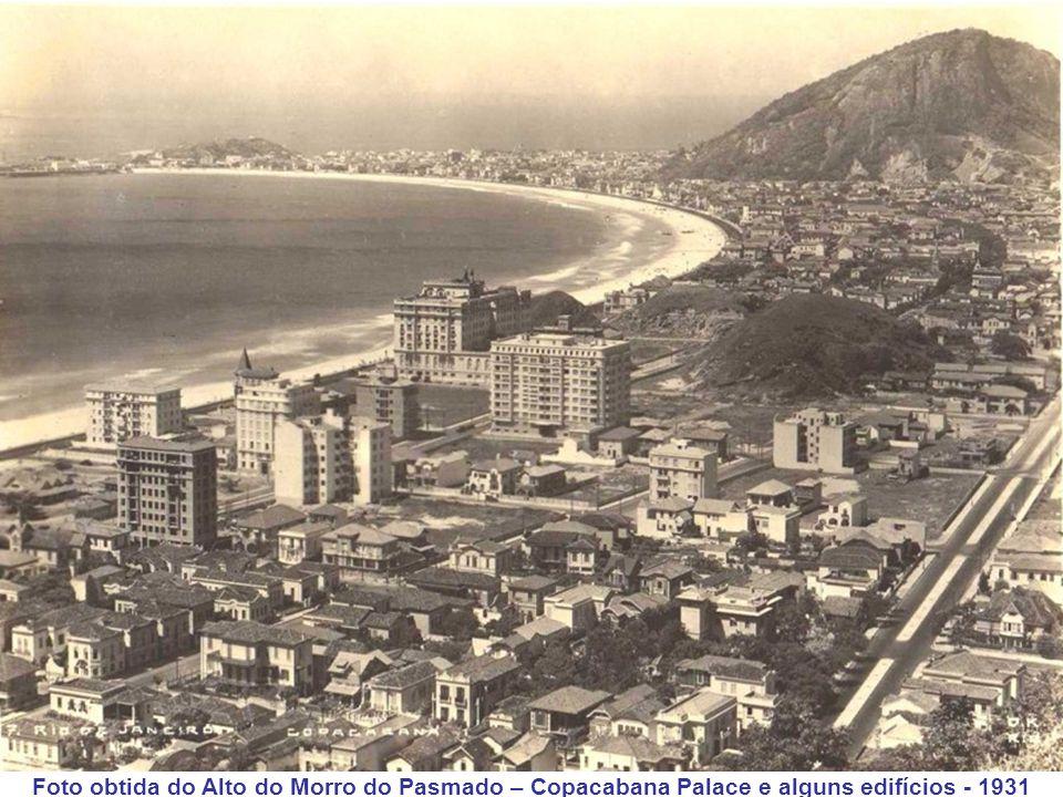 Na próxima foto obtida do alto do Morro do Pasmado, já se vê o Copacabana Palace e alguns edifícios e também as Avenidas N.S. de Copacabana, Barata Ri