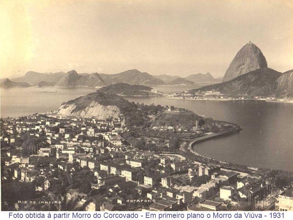 Foto obtida do Morro da Viúva - Percebe-se os andaimes em torno da Estátua do Cristo Redentor - 1931