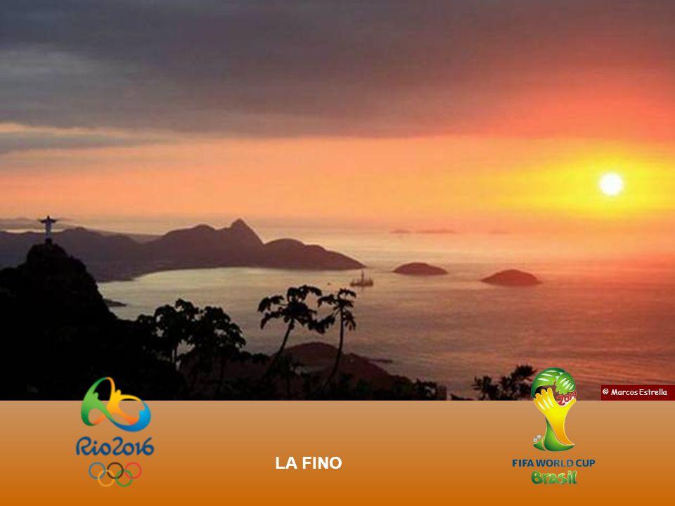 La noktoj de Rio estas specialaj precipe por tiaj Lunheloj © Nilo Lima Monto Corcovado,vidata de la Lageto As noites no Rio, com este tipo de luar, po