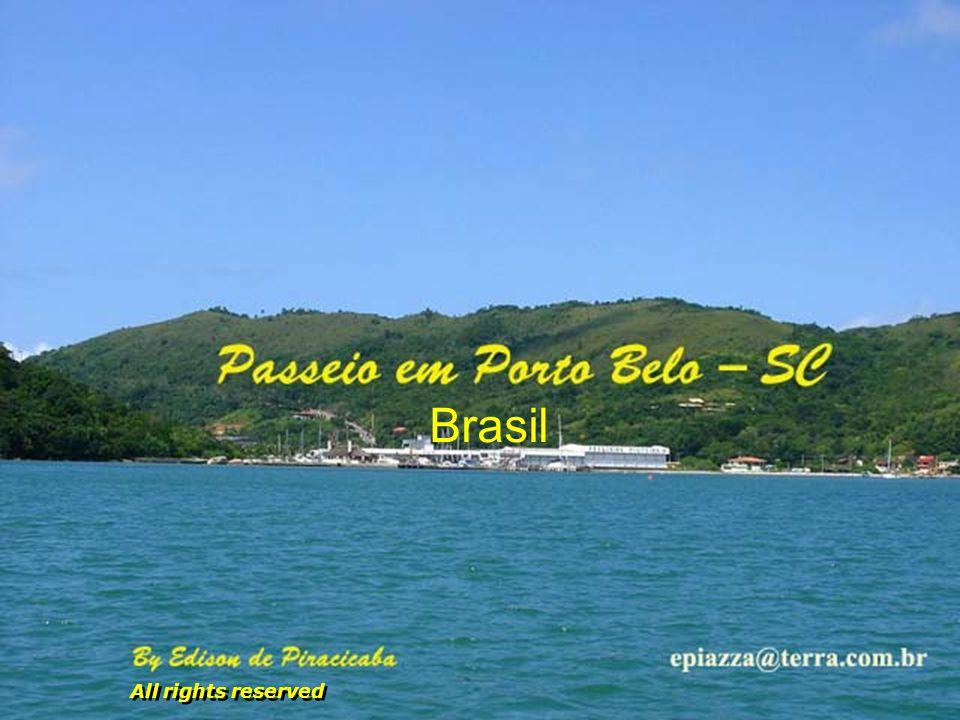 Vista de Bombinhas para Mariscal e Canto Grande, vizinhas de Porto Belo, cercadas de montanhas, de muito verde e muita consciência ecológica...