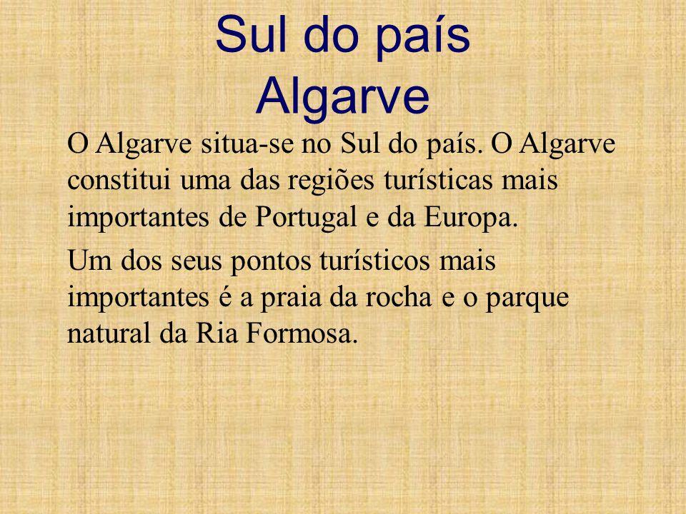 Sul do país Algarve O Algarve situa-se no Sul do país. O Algarve constitui uma das regiões turísticas mais importantes de Portugal e da Europa. Um dos