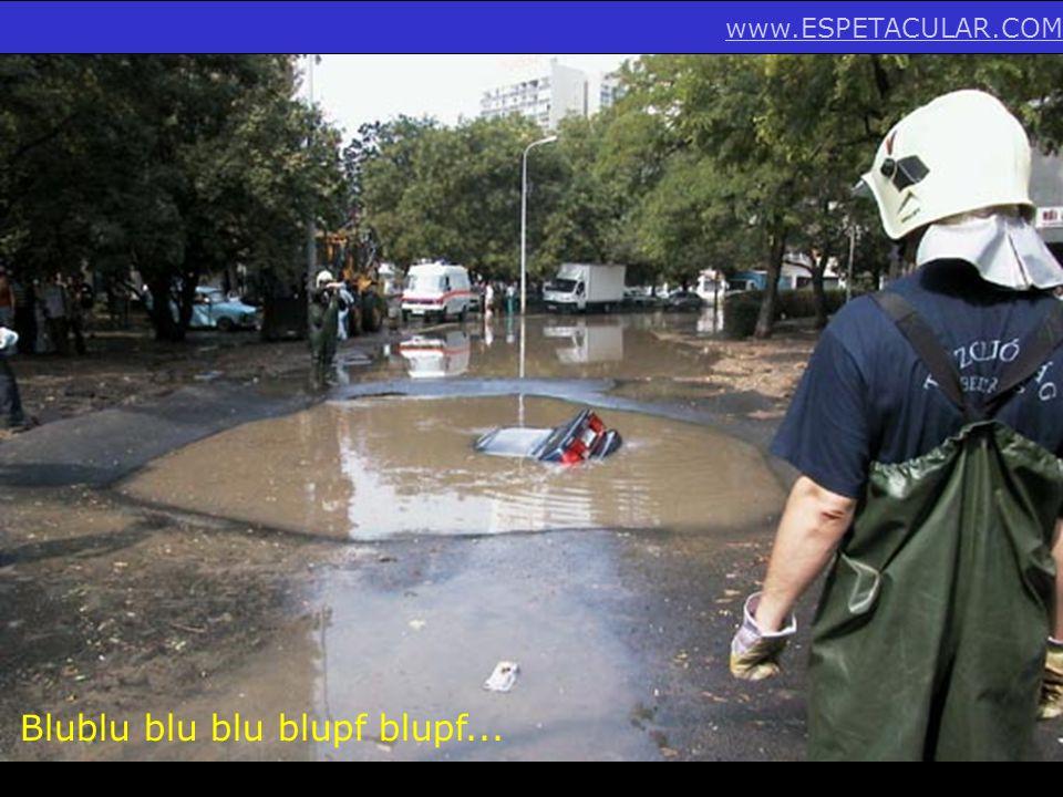 Olha o tamanho do buraquinho na rua... www.ESPETACULAR.COM