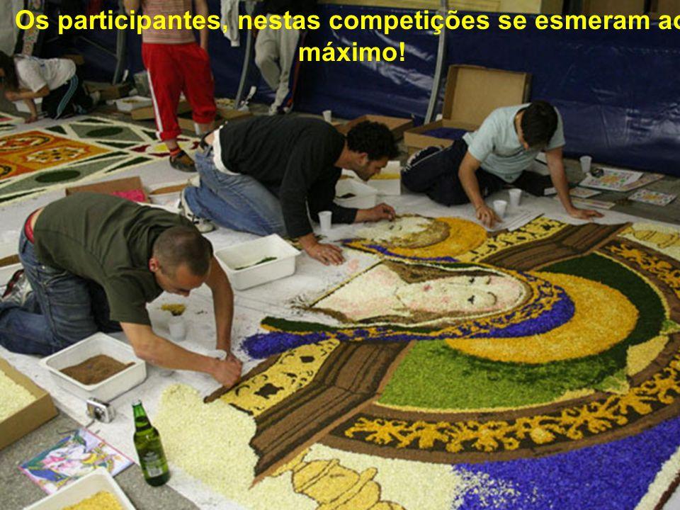 Na Infiorarata de Noale, próximo de Veneza, o desafio é formar um tapete de pétalas com mais de 100 m², composto por quadros que representam temas rel