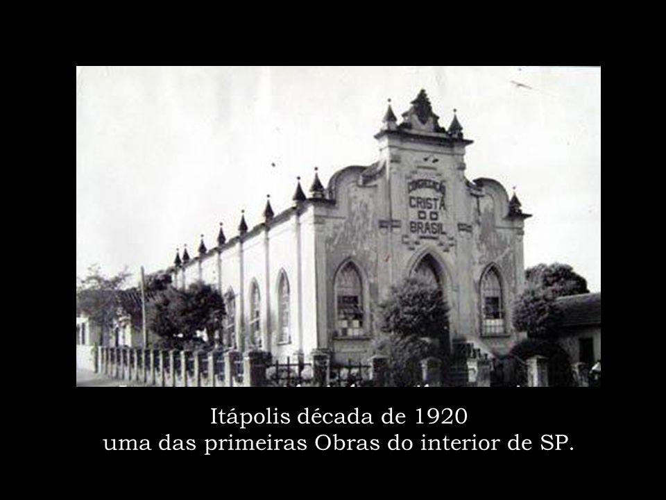 Um dos cultos em SP – anos 50 Irmão Miguel Spina sentado a frente