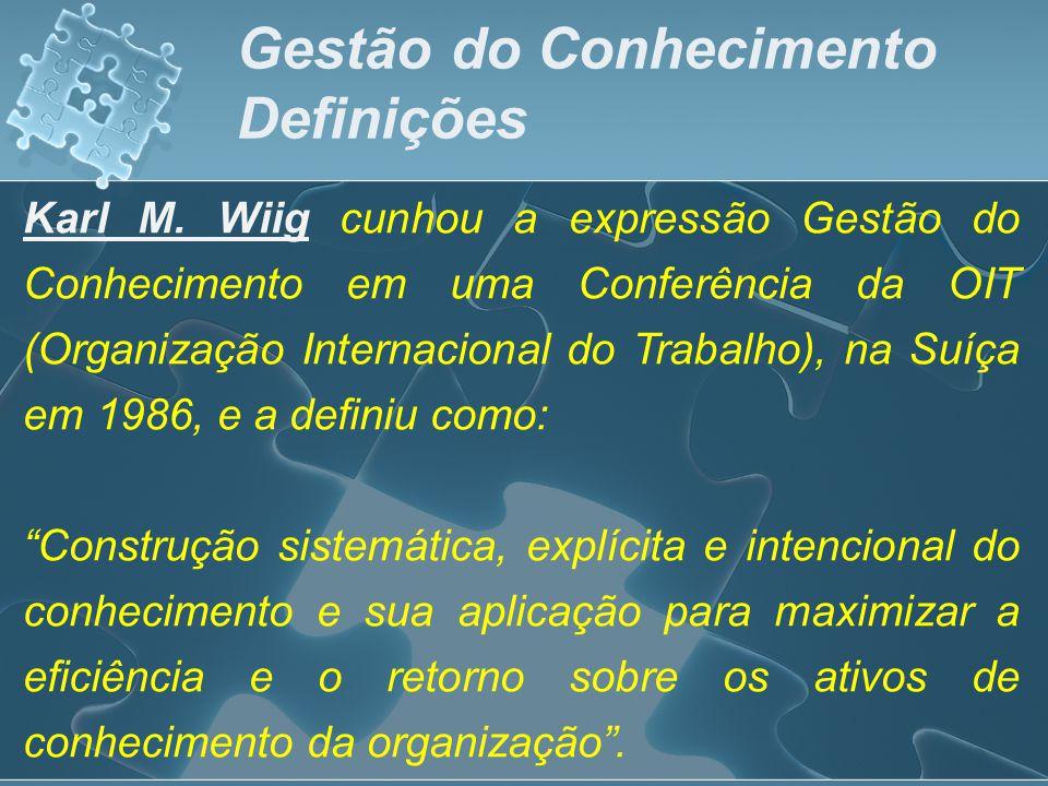 Karl M. Wiig cunhou a expressão Gestão do Conhecimento em uma Conferência da OIT (Organização Internacional do Trabalho), na Suíça em 1986, e a defini