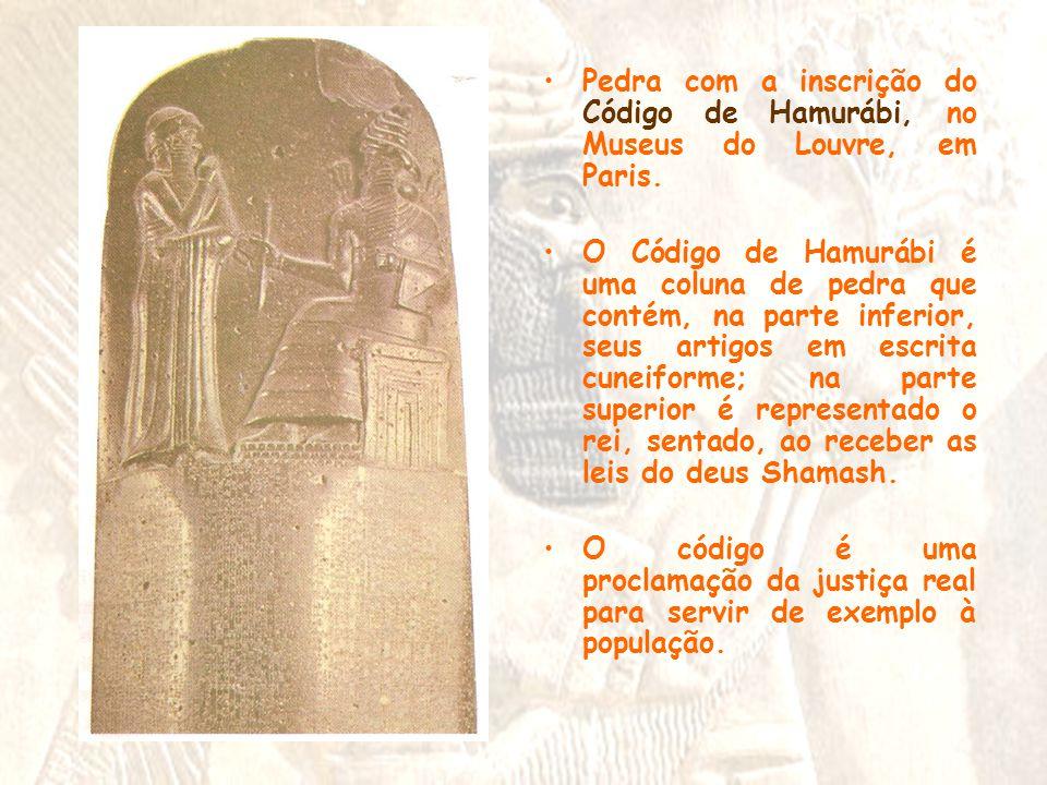 •Pedra com a inscrição do Código de Hamurábi, no Museus do Louvre, em Paris. •O Código de Hamurábi é uma coluna de pedra que contém, na parte inferior