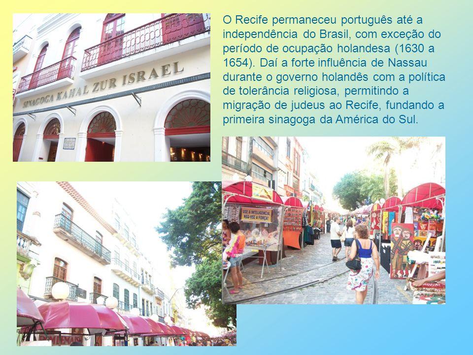 O MAR, O PORTO DO RECIFE Aumentando o turismo marítimo, com cruzeiros, e movimentando transporte de cargas dentro do centro urbano, o Porto do Recife é um local de visitação e de passeios dominicais.