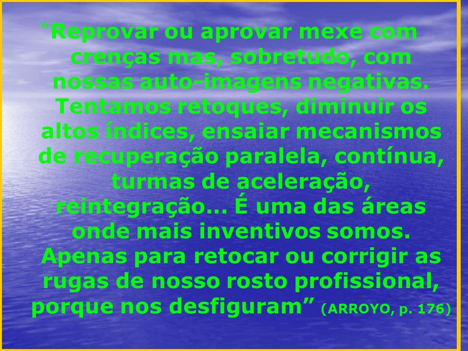 A ameaça de reprovação é uma motivação negativa que, quando muito, leva o aluno a livrar-se das obrigações de estudar (...) O aluno deixa assim de exercer ativamente, prioritariamente, essencialmente, sua condição de estudante, já que sua principal função não é a de alguém que estuda, mas de alguém que se desvencilha da ameaça de ser reprovado. (PARO, p.