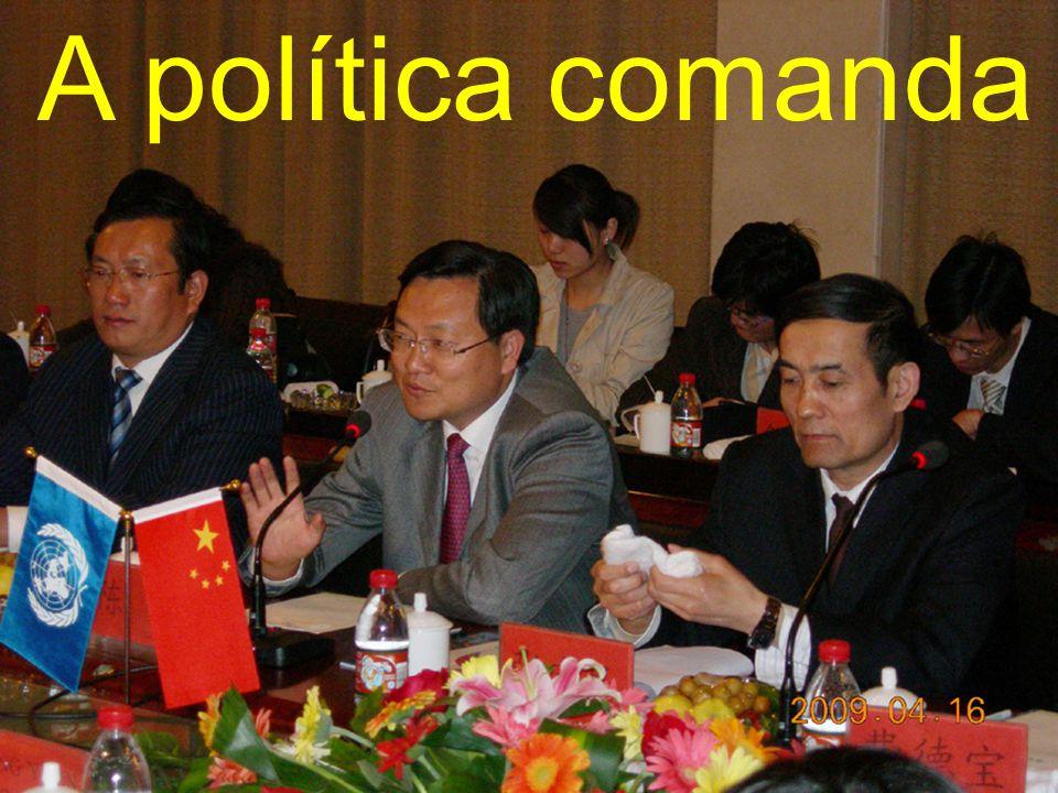 A política comanda