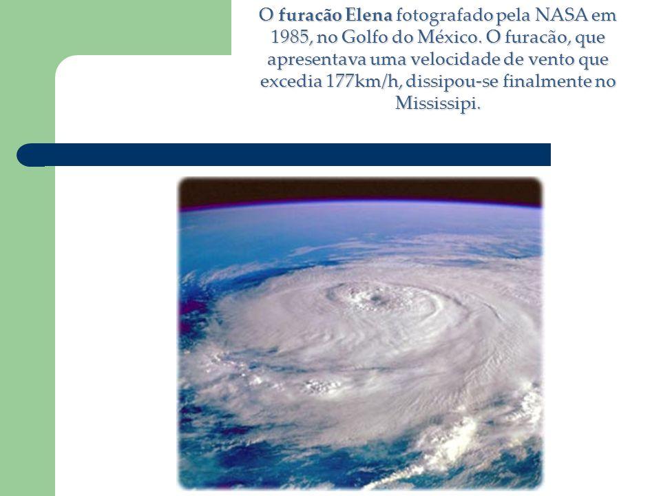 O furacão Elena fotografado pela NASA em 1985, no Golfo do México. O furacão, que apresentava uma velocidade de vento que excedia 177km/h, dissipou-se