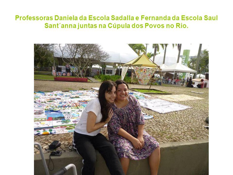 Professoras Daniela da Escola Sadalla e Fernanda da Escola Saul Sant´anna juntas na Cúpula dos Povos no Rio.