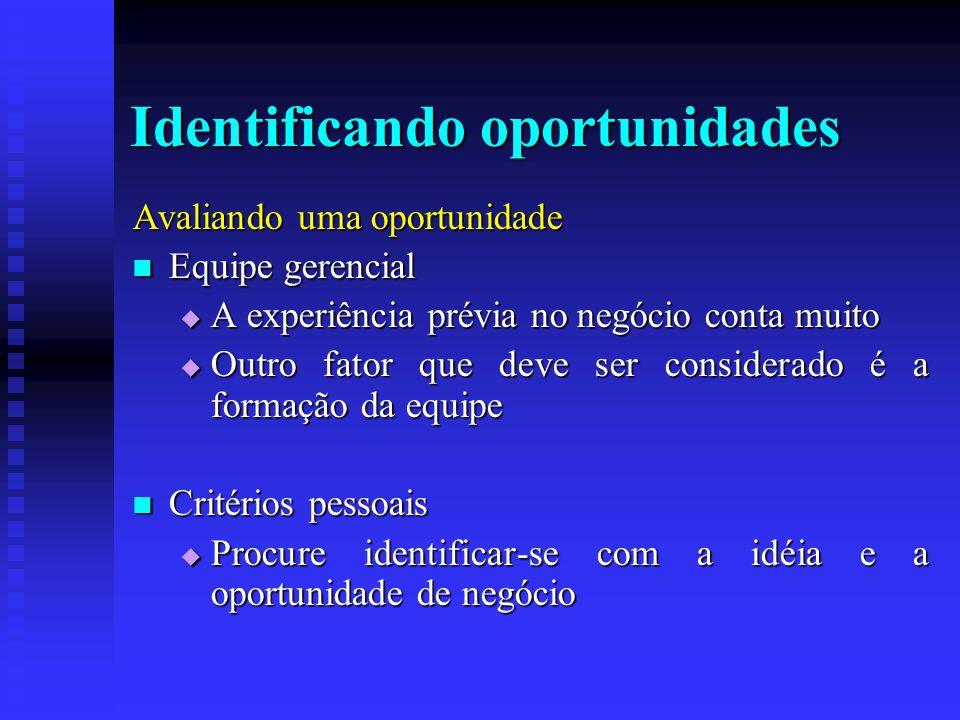 Identificando oportunidades Avaliando uma oportunidade  Equipe gerencial  A experiência prévia no negócio conta muito  Outro fator que deve ser con