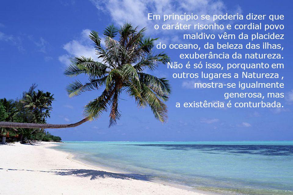 Os visitantes confirmam: as ilhas são maravilhosas, uma rara combinação de céu azul, mar límpido,águas mansas, alvas praias, peixes em profusão frutos