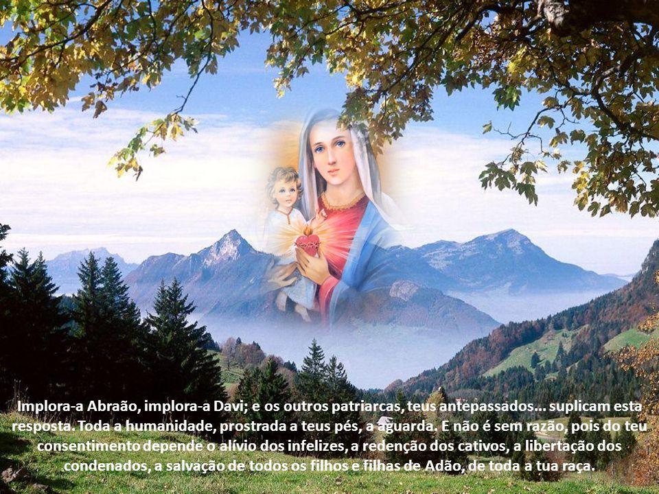 São Bernardo, num de seus sermões sobre a Anunciação, demora-se em observar Maria no exato momento de seu sim à maternidade divina, um sim que mudaria