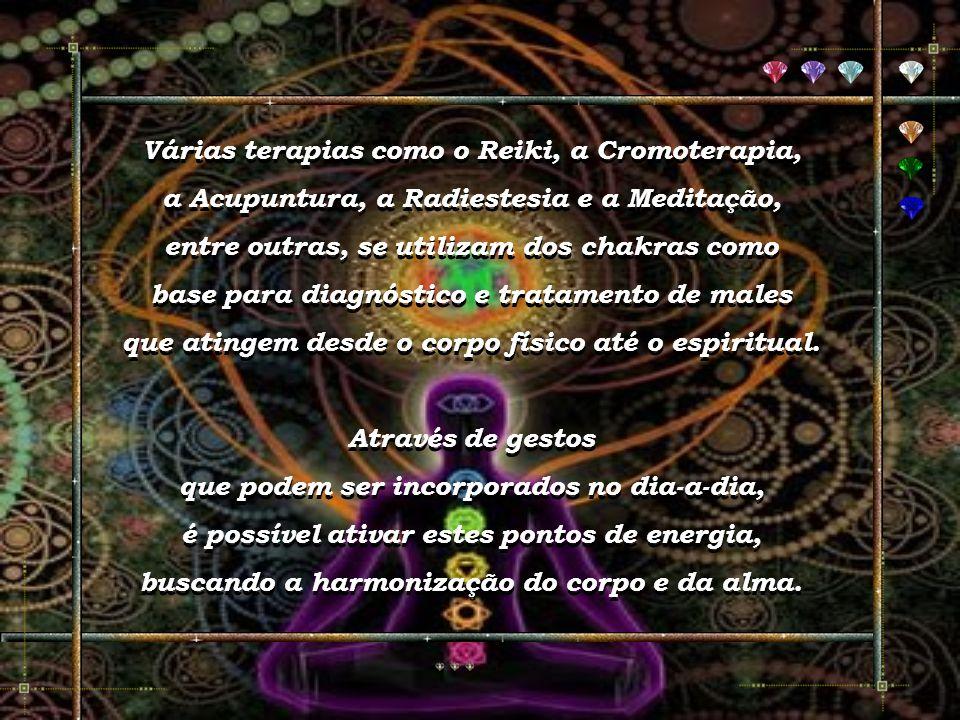 Faça o exercício de obtenção de energia, antes de estimular os chakras. Use a percepção da respiração para ajudar suas mãos imaginárias a puxar energi