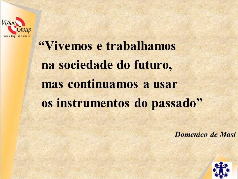 Vivemos e trabalhamos na sociedade do futuro, mas continuamos a usar os instrumentos do passado Domenico de Masi