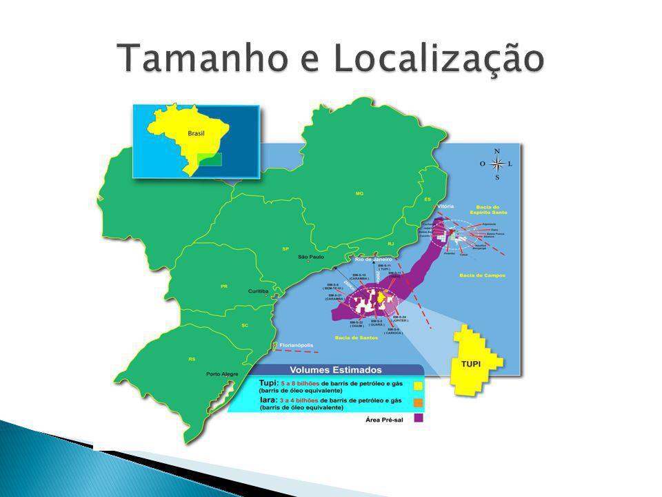  A região da província chamada Pré-Sal, localizada na Plataforma Continental Brasileira, estende-se do litoral do Estado do Espírito Santo até Santa Catarina, a 300 km da costa, numa profundidade de 5 a 7 mil metros, em uma área total de aproximadamente 149 mil km 2.
