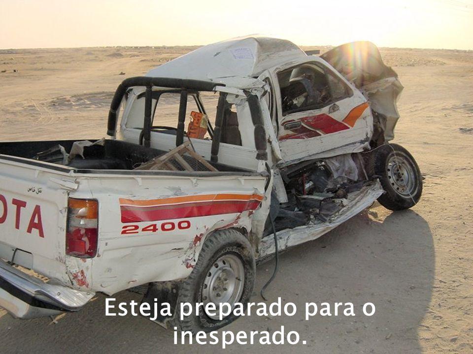 Não dirija colado no carro da frente
