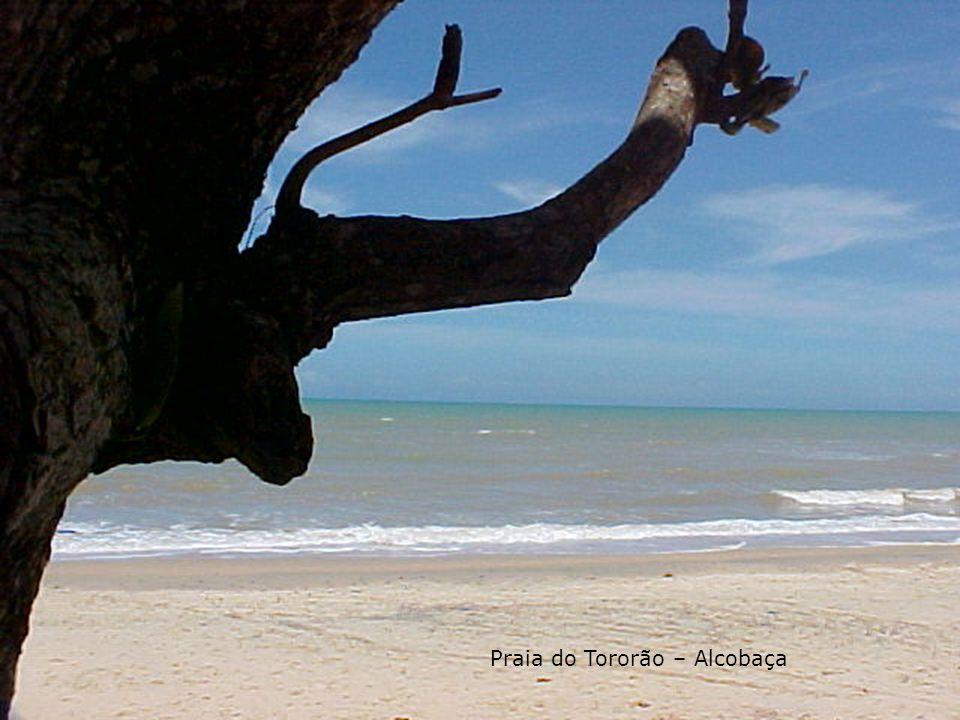Caraíva - Sul da Bahia: Caraíva é o mais primitivo dos povoados da chamada região do descobrimento, junto à barra do rio Caraíva, 60 quilômetros a leste do Monte Pascoal.