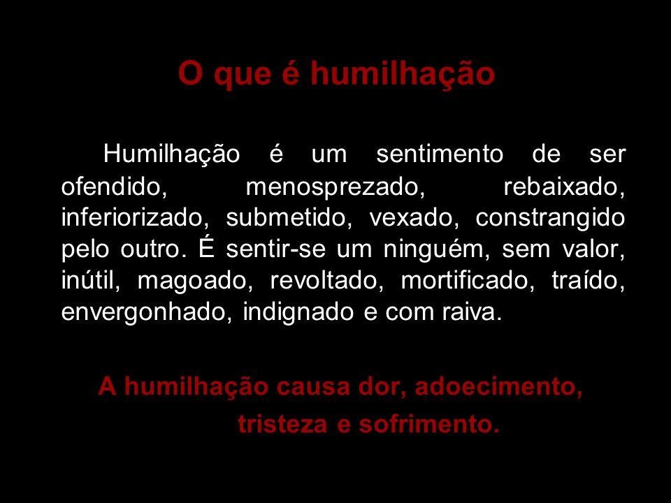 O que é humilhação Humilhação é um sentimento de ser ofendido, menosprezado, rebaixado, inferiorizado, submetido, vexado, constrangido pelo outro. É s