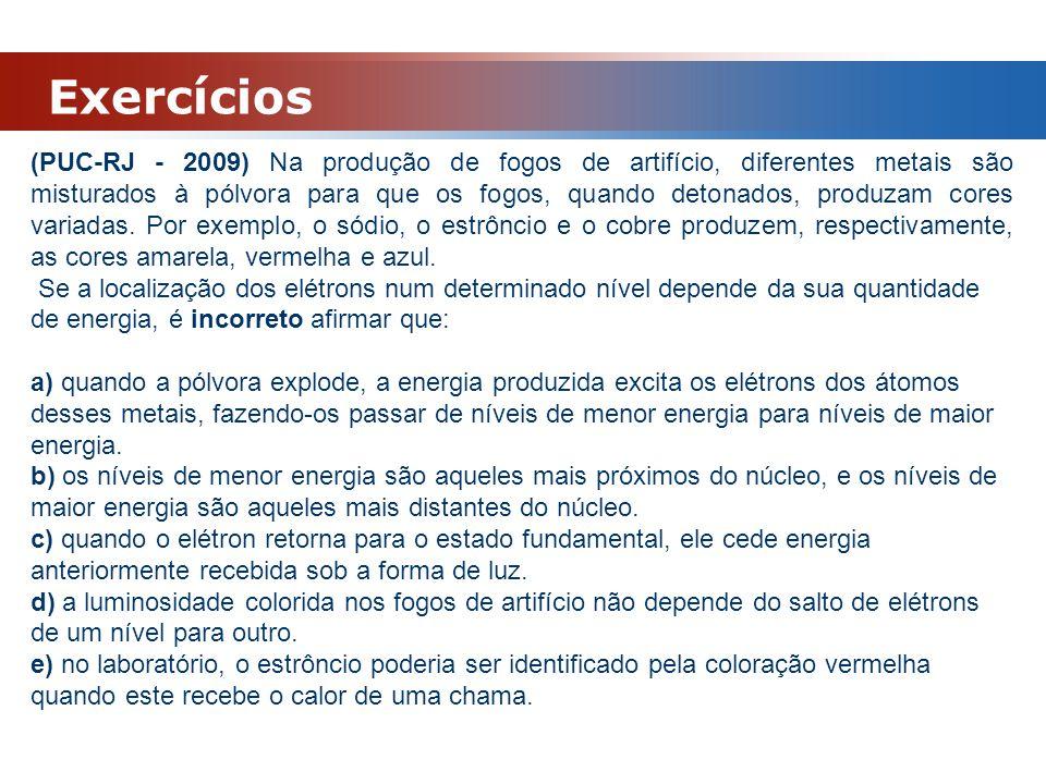 Exercícios (PUC-RJ - 2009) Na produção de fogos de artifício, diferentes metais são misturados à pólvora para que os fogos, quando detonados, produzam