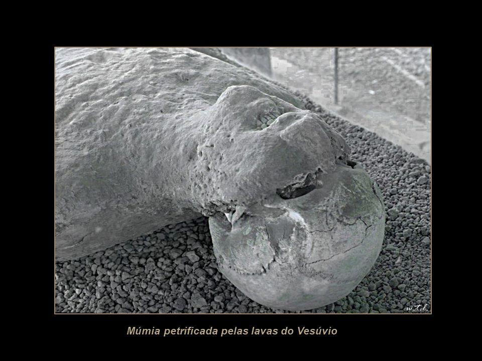 Tela ilustrando os últimos momentos de Pompeia
