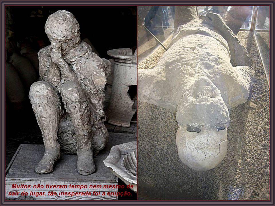 Múmia petrificada pelas lavas do Vesúvio