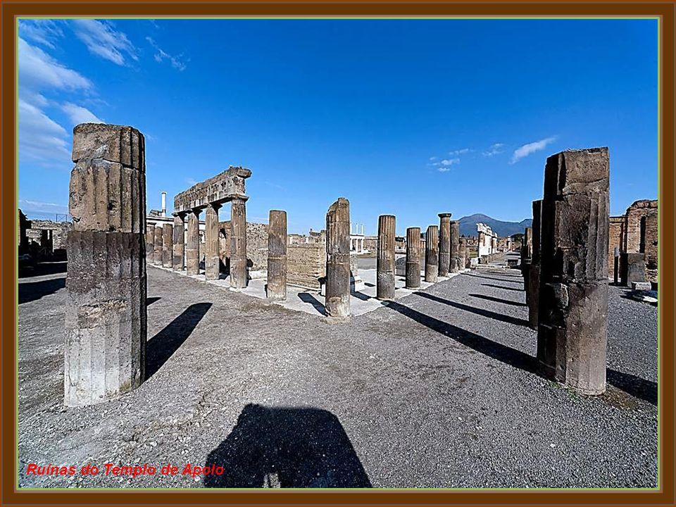 Apanhados desprevenidos, os habitantes de Pompeia não tiveram tempo de fugir, morrendo devido aos gases vulcânicos, ou imolados pelas cinzas. Incrivel