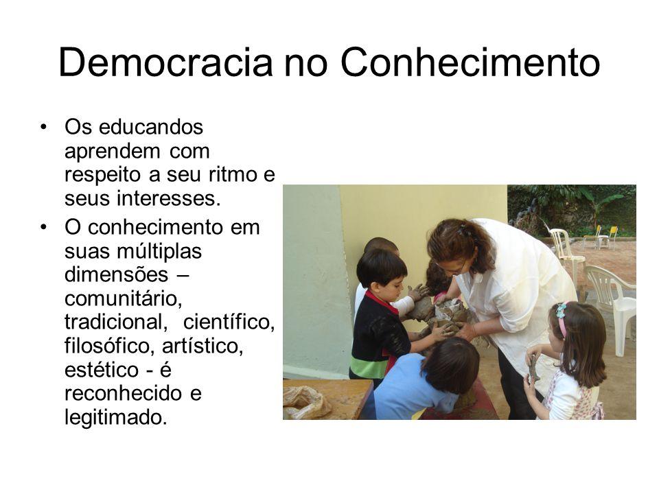 Democracia no Conhecimento •Os educandos aprendem com respeito a seu ritmo e seus interesses. •O conhecimento em suas múltiplas dimensões – comunitári