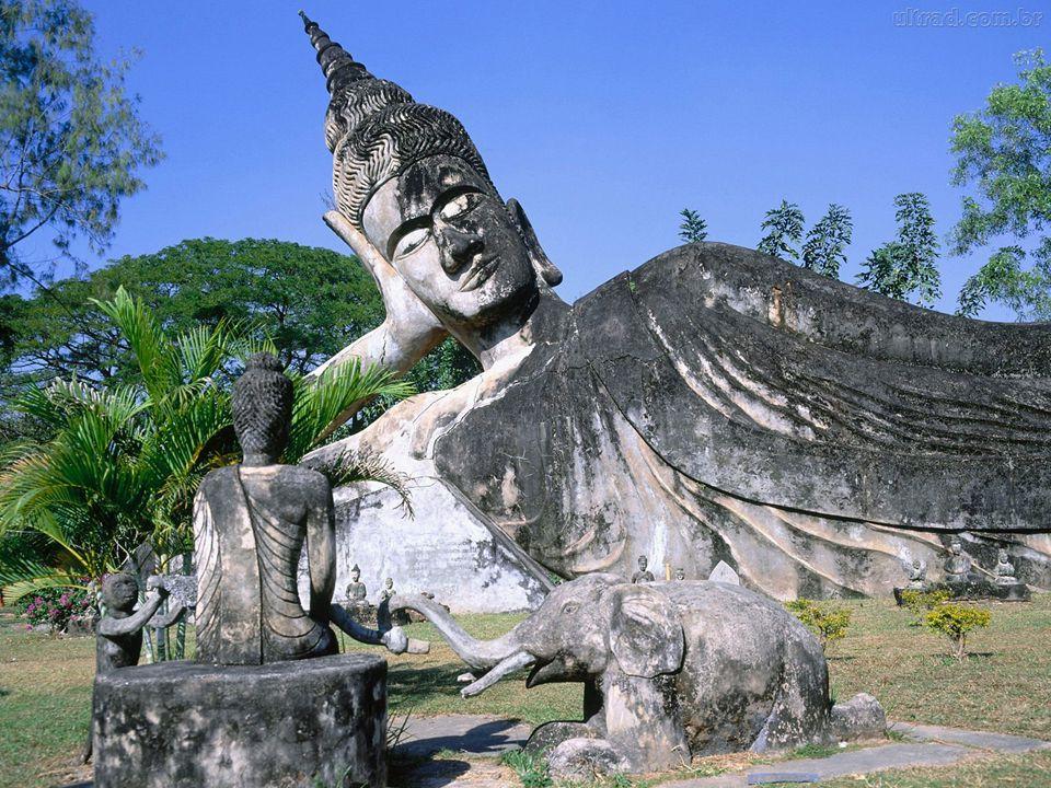 HISTÓRIA O Budismo foi fundado na Índia há 2500 anos (séc. VI a. C.), pelo Buda Sakyamuni. O Buda Sakyamuni nasceu no norte da Índia (atualmente Nepal