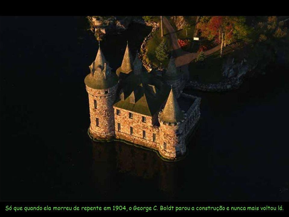 Este castelo era para ser uma prova de amor do ex-dono do Hotel Waldorf Astoria para sua esposa Louise.