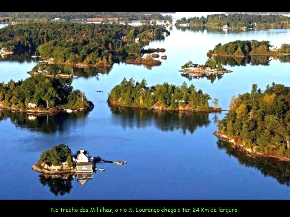 São 80 Km de ilhas no rio São Lourenço, que sai do Lago Ontário para desaguar no Oceano Atlântico.