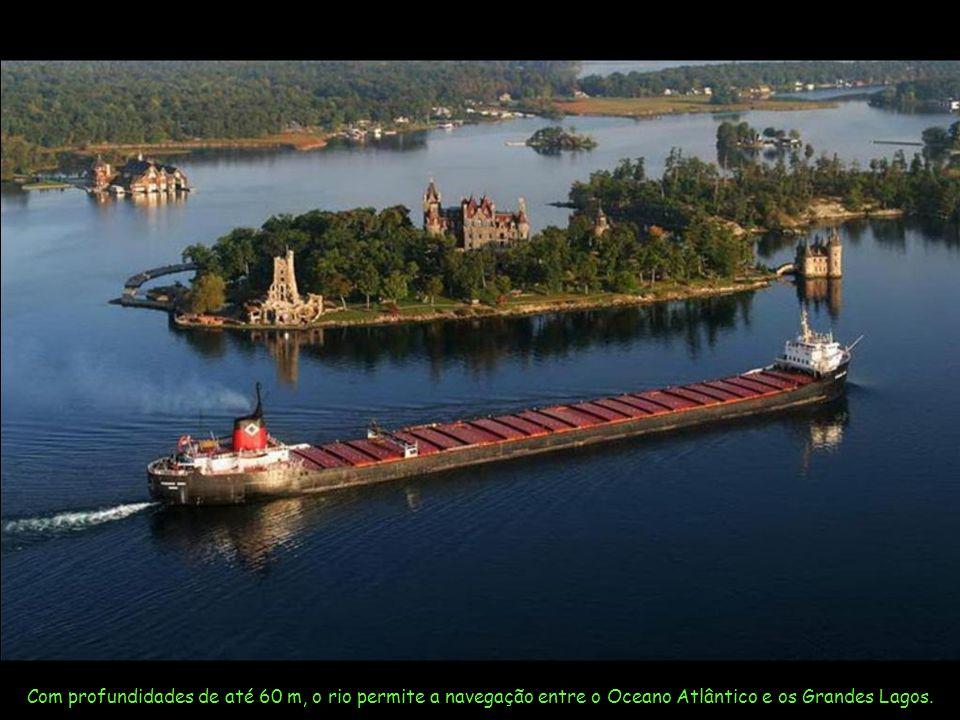 Com profundidades de até 60 m, o rio permite a navegação entre o Oceano Atlântico e os Grandes Lagos.