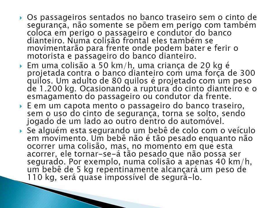  Os passageiros sentados no banco traseiro sem o cinto de segurança, não somente se põem em perigo com também coloca em perigo o passageiro e condutor do banco dianteiro.