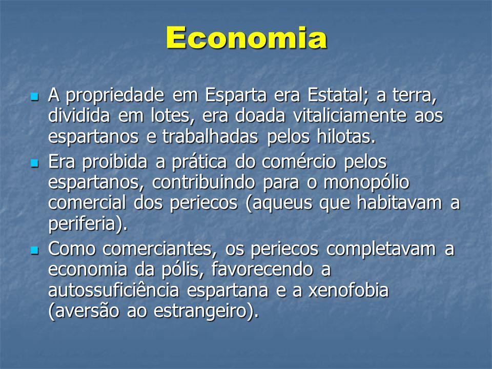 Economia  A propriedade em Esparta era Estatal; a terra, dividida em lotes, era doada vitaliciamente aos espartanos e trabalhadas pelos hilotas.  Er