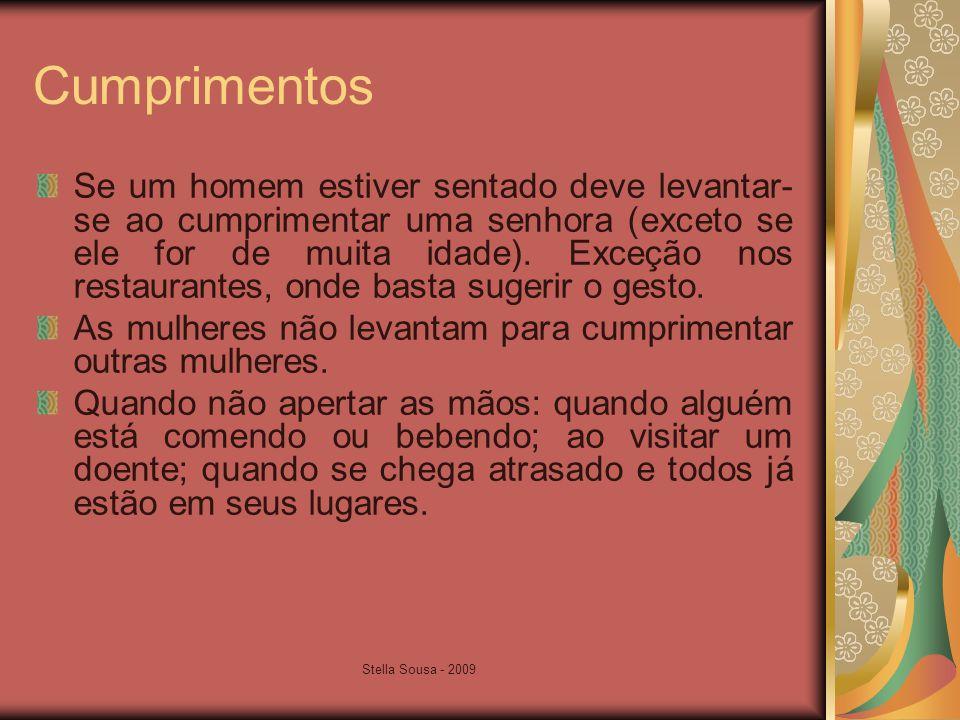 Stella Sousa - 2009 Cumprimentos Se um homem estiver sentado deve levantar- se ao cumprimentar uma senhora (exceto se ele for de muita idade).