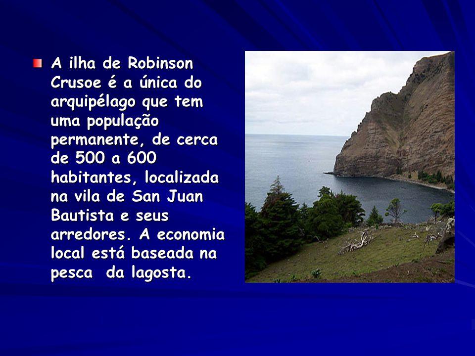 A ilha de Robinson Crusoe é a única do arquipélago que tem uma população permanente, de cerca de 500 a 600 habitantes, localizada na vila de San Juan Bautista e seus arredores.