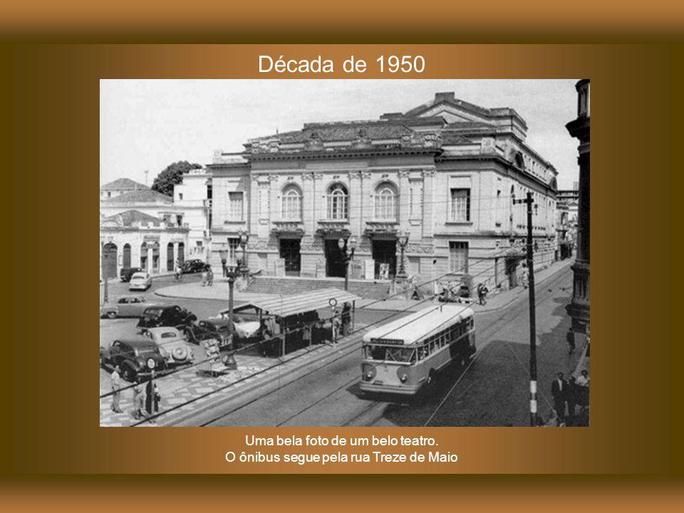 No início da década de 1920, a Prefeitura de Campinas publicou um edital convocando arquitetos e engenheiros interessados em participar do concurso que escolheria o melhor projeto para a construção de um monumental teatro de ópera.